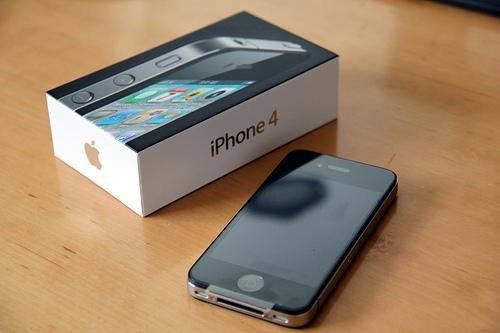 BUY 3 UNIT OF IPHONE 4G 32GB AND GET 1 FREE -
