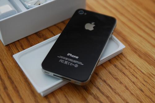 Apple IPhone 4G / Apple IPad 2 / BlackBerry Torch 9800 / Nikon D7000 / Pioneer CDJ 900 - Apple Iphone Four