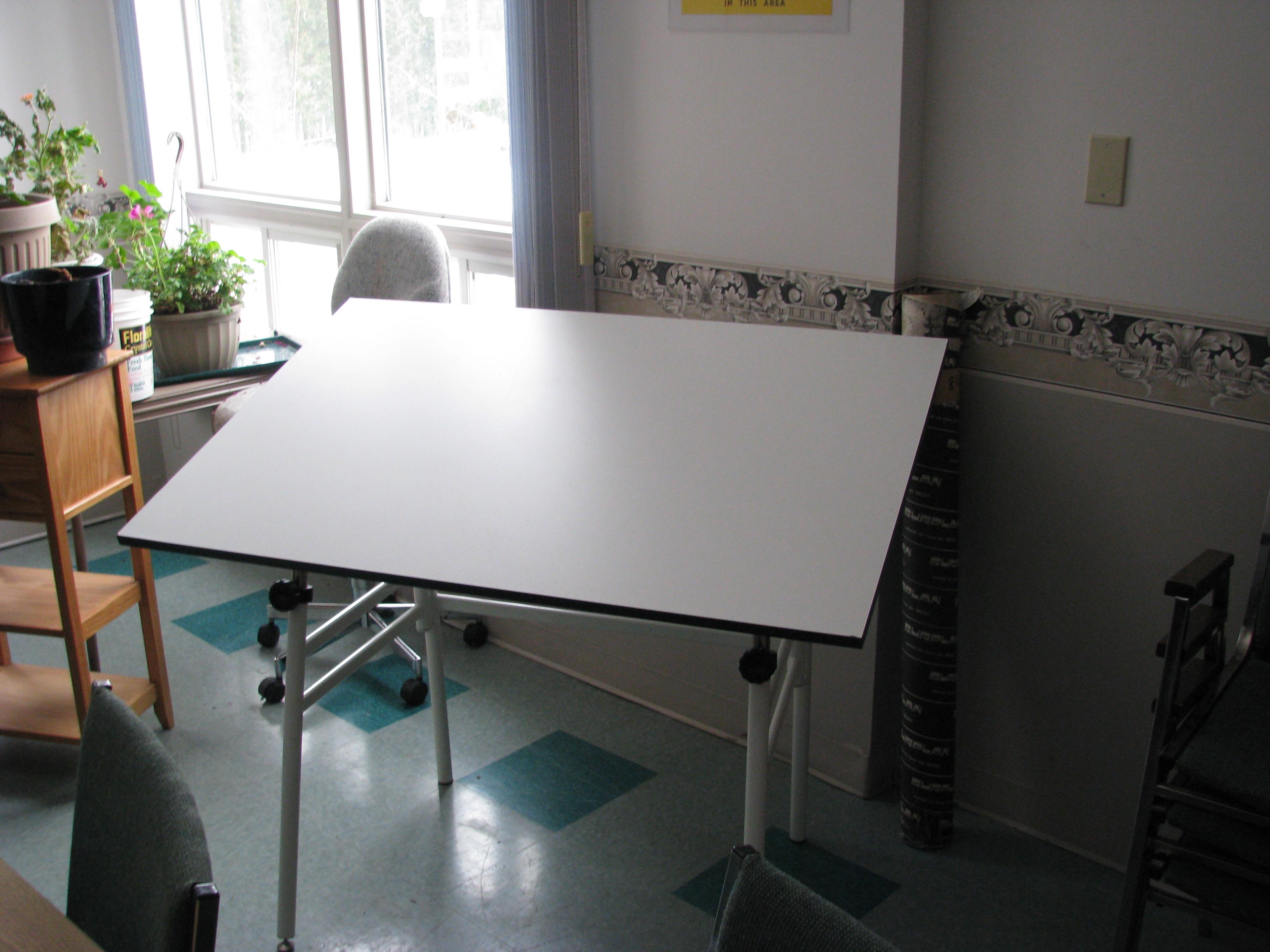 Drafting Table - Drafting Desk 001
