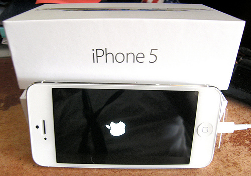 Brand New Apple Iphone 5 64GB, Samsung Galaxy S4,Apple IPad 4 Wi Fi + 4G 64GB - Iphone 5 1