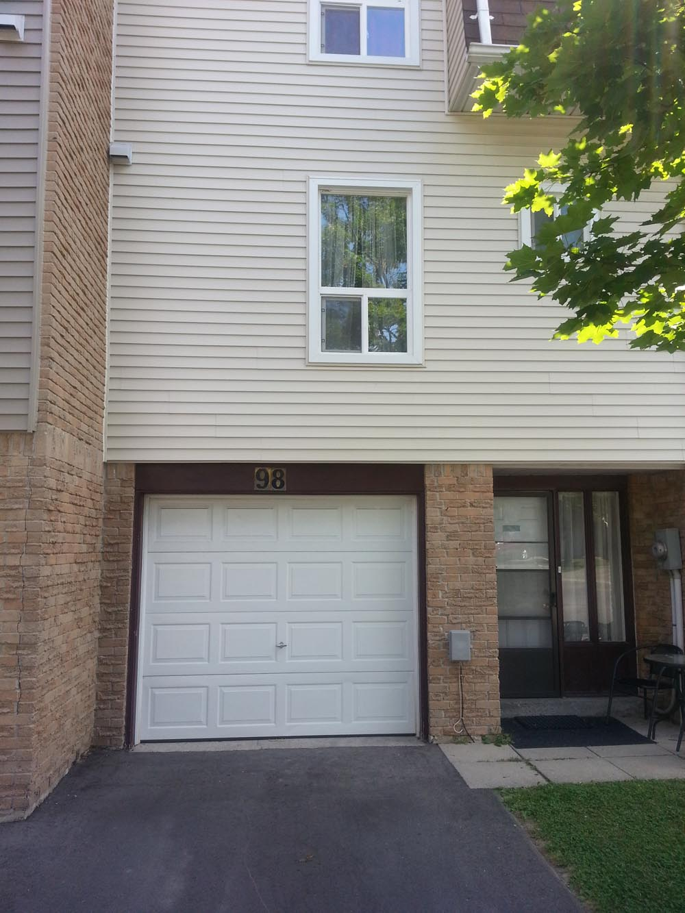 Attractive 3 Bed 1 5 Bath Townhome For Rent In Heart Of Brampton - 125618 2