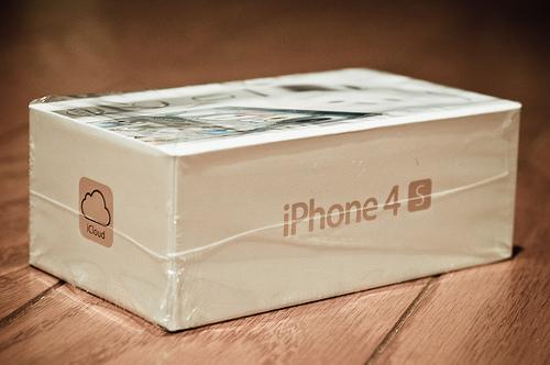 Apple IPhone 4S 64GB White/Black Unlocked - Apple Iphone 4s